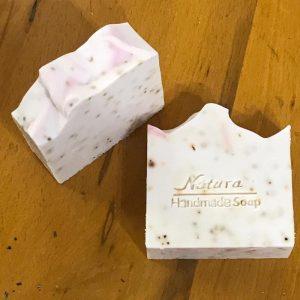 natura sabun'dan %100 doğal gül sabunu. doğal içerikli ve hoş kokulu bir sabun